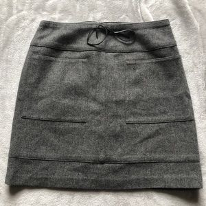 Super cute grey skirt with pockets!!